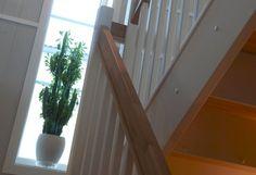 Referanser | Norgeshus. Kataloghuset Nupen (revidert) bygd av Norgeshus Gauldal Bygg på Melhus, Sør-Trøndelag. Stairs, Home Decor, Stairway, Decoration Home, Staircases, Room Decor, Stairways, Interior Design, Home Interiors
