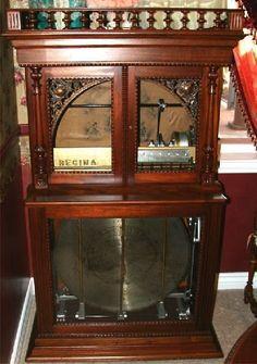 Antique Regina 27.5 Inch Changer Music Box - Mint