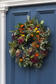 Can't go wrong with a bold door and a festive wreath. Wreaths And Garlands, Autumn Wreaths, Holiday Wreaths, Door Wreaths, Christmas Door, Christmas Crafts, Christmas Decorations, Holiday Decor, Red Hydrangea