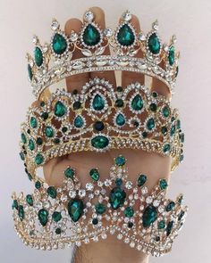 Uploaded by ℓυηα мι αηgєℓ ♡. Find images and videos on We Heart It - the app to get lost in what you love. Royal Jewelry, Cute Jewelry, Hair Jewelry, Jewelry Accessories, Bijoux Harry Potter, Magical Jewelry, Crystal Crown, Tiaras And Crowns, Royal Tiaras