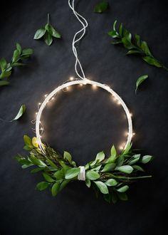 DIY Wireless Twinkle Wreath