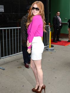 Isla Fisher is gorg... and look how pale! I love that there's no fake tan. Pale is healthy AND pretty!
