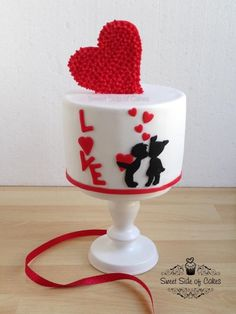 Love is in the Air - Cake by Sweet Side of Cakes by Khamphet Valentines Day Cakes, Valentines Day Hearts, Cake Pops, Buttercream Cupcakes, Heart Cakes, Engagement Cakes, Just Cakes, Holiday Cakes, Novelty Cakes
