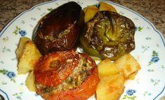 Τα γεμιστά τα αγαπάμε οικογενειακώς και πάντα με σκέτο ρύζι, χωρίς κιμά, αλλά με μπόλικα μυρωδικά...   Υλικά: 4-5 ντομάτες 4 πιπεριές πράσι... Greek Recipes, Poultry, Stuffed Peppers, Stuffed Tomatoes, Zucchini, Pork, Herbs, Nutrition, Meat