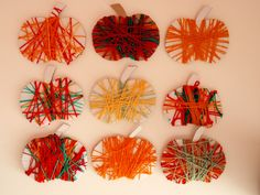 Jablíčka. Namotávání vlny na karton s dětmi z mš. Preschool Curriculum, Art Classroom, Gluten Free Recipes, Diy For Kids, Diy And Crafts, Fall, Autumn, Apple, Yellow