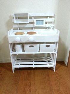 100均の材料だけでままごとキッチン | そっぴ DIARY Kids Play Kitchen, Diy Kitchen, Wood Crafts, Diy And Crafts, Handmade Crafts, Homemade Toys, Playroom Decor, Diy Interior, Diy Toys