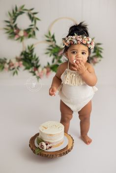 37 Best ideas for baby girl cake smash floral Baby Cake Smash, 1st Birthday Cake Smash, Baby Girl Cakes, Baby Girl 1st Birthday, Cake Smash Cakes, Cake Smash Photography, Birthday Photography, Wedding Photography, Photography Flowers