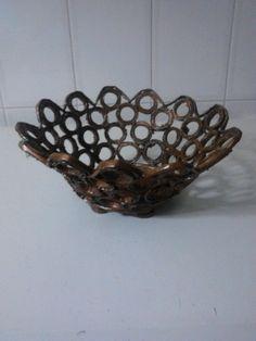 FRUTEIRA Fika, Newspaper, Decorative Bowls, Recycling, Patterns, Diy And Crafts, Newspaper Art, Fruit Holder, Journaling