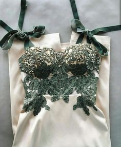 - Gorgeous nude hunter green gown bustier bodice cups padded heavy green lace velvet bow tie straps P - Green Gown, Green Lace, Green Ribbon, Bustiers, Evening Dresses, Prom Dresses, Formal Dresses, Ladies Dresses, Vestidos Color Blanco