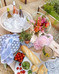 Outdoor entertaining with Serena and Lily