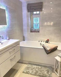 Mrs Rackley (@mrs_rackley.home) • Instagram photos and videos #newsmallbathroomdesigns Bathroom Design Small, Bathroom Interior Design, Modern Bathroom, Master Suite Bathroom, Ensuite Bathrooms, Bathroom Inspiration, Home Decor Inspiration, Bathtub Decor, Gray And White Bathroom