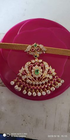 Gold Temple Jewellery, Real Gold Jewelry, Gold Jewelry Simple, Gold Bangles Design, Gold Earrings Designs, Gold Jewellery Design, Gold Jhumka Earrings, Gold Necklace, Gold Pendent