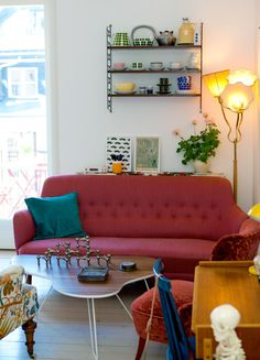 Titta in i Charlotta Dykes snygga enrummare i retrostil! Decor, Furniture, Home Living Room, Mid Century Modern Furniture, Modern Style Furniture, Eclectic Home, Home Decor, Room Inspiration, Eclectic Furniture