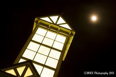 Light tower on the Memphis Welcome center, full moon