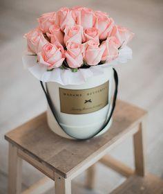 flowers in a box #flowers #flowerspacking #packing #flowersinabox #madamebutterfly #flowersdelivery #onlinestore
