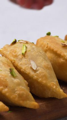 This deep-fried sweet dumpling stuffed with desiccated coconut and jaggery filling is a North Indian favourite mithai that is devoured during Diwali and Holi. Diwali Snacks, Diwali Food, Indian Dessert Recipes, Indian Snacks, Snack Recipes, Cooking Recipes, Cooking Videos, Sweet Dumplings, Burfi Recipe