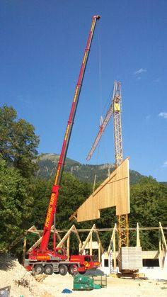 Rachbauer Autokran beim errichten eines Holzgebäudes