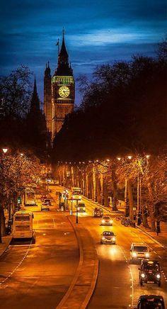 London - A shining golden beauty in night