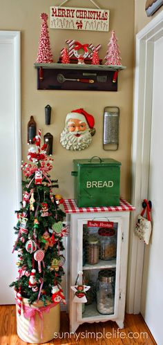 vintage kitchen Christmas tree, neat how a small corner can contain so much