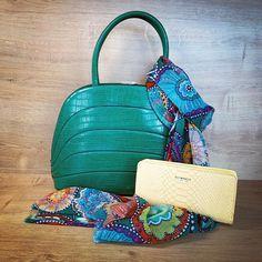 Wir lieben den Sommer ☀️ mit seinen vielen, bunten Farben. 🌈 In unserem Shop findet ihr viele Accessoires in euren Lieblingsfarben. Wir freuen uns auf euren Besuch! 😊  #handbag #purse #scarf #handtasche #geldbörse #schal #sommer #summer #summertime #colourful #farbenfroh #happy #glücklich #bunt #handbags #dianaandcofirenze #rainbow Woman, Bags, Fashion, Handmade Jewellery, Fossils, Scarves, Handbags, Summer, Moda