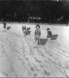 Les enfants du jardin du Luxembourg. Une photo de © Robert Doisneau, 1951.