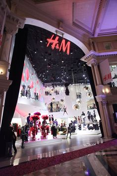 Measuring 55,000 square feet spread over three levels, the newly opened H&M store at the Forum Shops at Caesars in Las Vegas is the biggest in the world.