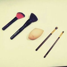 MyNonBoringWorld: Top 5 makeup brushes || Collaboration with allbeau...