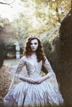 I am princess Lucinda. I am 17 and soon to take the role as queen, I live in the Kingdom of Kings Landing. A quiet quaint island, I love to do archery. I can't wait to meet you all *sad smile* Foto Fantasy, Fantasy World, Fantasy Photography, Fashion Photography, Costume Design, Redheads, Character Inspiration, Fairy Tales, Photoshoot