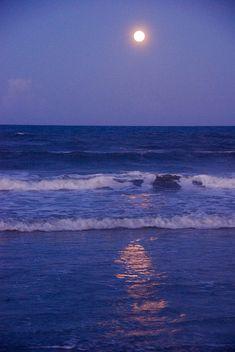 Moon Photograph - Full Moon Over The Ocean by Susanne Van Hulst Water Aesthetic, Night Aesthetic, Beach Aesthetic, Blue Aesthetic, Ocean Night, Beach At Night, Moon Pics, Moon Pictures, Aesthetic Pastel Wallpaper