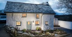 Tento domna pobreží Cornwalluz roku 1680 má viac ako 300 rokov. Jeho renovácia na vidiecký štýl bývania vás ohromí. Čaro vidieckého štýlu interiér nábytok