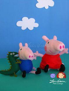 Peppa Pig!  Conteúdo: Personagens Peppa e George, com o dinossauro, aaarrrr!!  Em feltro com enchimento de fibra de silicone anti alérgica. Modelo para enfeite de mesa de bolo.  Fazemos outro modelo, para centro de mesa, lembrancinha, topo de bolo, chaveiro e também para enfeite de mesa de bolo, maior: link:   http://www.elo7.com.br/topo-de-bolo-peppa-e-george/dp/341106  Altura da foto: Pepa - 23cm George - 19cm Dinossauro - 16cm R$ 145,00
