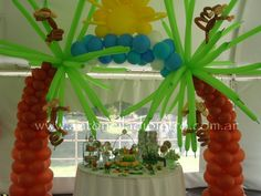 Candy bar con animalitos, monitos, arco de globos. Sweet, ballon, animals, Jungle. http://antonelladipietro.com.ar/blog/2011/11/animales-de-la-selva/