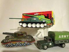 Blikken Army truck en 2 blikken tanks; RA05 in box, US Army 25 #MiddelburgsVeilinghuis