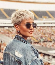 20 Ideal Pixie Cut Styles for Women … 20 estilos de corte Pixie ideais para . Short Pixie Haircuts, Short Hairstyles For Women, Blonde Short Hair Pixie, Pixie Cut Hairstyles, Short Cut Hair, Short Hair Cuts For Women Pixie, Hairstyles Haircuts, Stylish Hairstyles, Cropped Hair Styles For Women
