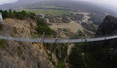 Inauguran en China el puente de vidrio más largo y más alto del mundo - Gabriel Hilsaca Acosta