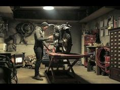 Inspiring Workshop Garage for Minimalist House. Have an unused garage at home? You can take advantage of the space to be a place of business or workshop garage. With right decoration, you can . Garage Gym, Garage Bike, Bike Shed, Garage Tools, Man Cave Garage, Dream Garage, Motorcycle Workshop, Motorcycle Shop, Motorcycle Garage