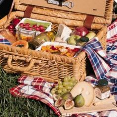 Picnic-Planning Tips: recommendations for baskets, blankets, beverages, salads, sandwiches and desserts