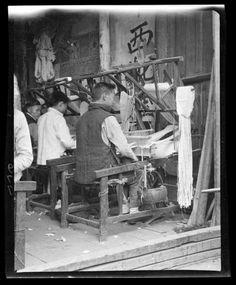 Weaving Belts. China, Hangzhou, 1917-1919. (Photo by Sidney David Gamble)