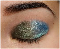 A Tulane eyeshadow look (unintentional), using L'Oreal Golden Emerald Infallible Eyeshadow
