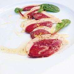 Carpaccio de canard vinaigrette d'agrumes au piment d'Espelette.... #menubistromique #carpaccio #canard #duck #pimentdespelette #orange #citron #Food #Foodista #PornFood #Cuisine #Yummy #Cooking