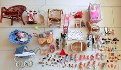 Spielzeug, Puppen, Celluloid, Miniaturen, Puppenwagen, Korbmöbel, für Puppenhaus