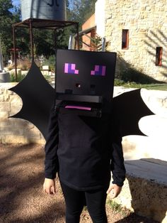 The head was made from black foam board cut to size in the shape of a cube. Glued together with hot glue. Nostrils are foam board wrapped in duct tape. Costume Halloween, Dragon Halloween, Halloween 2015, Holidays Halloween, Halloween Crafts, Halloween Party, Halloween Ideas, Minecraft Ender Dragon, Minecraft Costumes