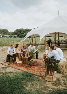 Weet jij al op welke manier jij je wedding gaat stylen? Ga je het zelf doen of laat je het doen? Kijk hier snel voor wat inspiratie en maak je wedding compleet! Love the style!