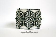 Bracelet ,peyote bicone black & white