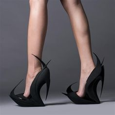 3D printed shoes by Zaha Hadid and Ben van Berkel in Milan - something every evil female villain should have in her closet.