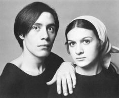 Claude and Paloma Picasso, by Richard Avedon. She is the youngest daughter of artist Pablo Picasso and painter and writer Françoise Gilot. Paloma Picasso's older brother is Claude Picasso. Pablo Picasso, Art Picasso, Picasso Kids, Picasso Blue, Richard Avedon, Francoise Gilot, Viviane Sassen, Photo Vintage, Expo