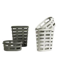 Laundry Basket Wasmand Laundry Basket van HAY is een wasmand ontworpen door BIG-GAME. Met deze handige opberger zullen je kleren nooit meer overal door de kamer verspreid liggen een opgeruimde kamer is gegarandeerd! Deze wasmand is verkrijgbaar in twee maten in verschillende kleuren.