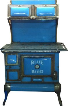Classic antique Blue Bird Wood or Coal burning Kitchen Cook Stove. Wood Stove Cooking, Kitchen Stove, Stove Oven, Kitchen Cook, Antique Wood Stove, How To Antique Wood, Old Wood, Coal Stove, Cast Iron Stove