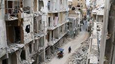 Durch LuftSyrien : Assad zerbombt die Friedenshoffnungen Der syrische Diktator setzt mit russischer und iranischer Kriegshilfe auf eine Entscheidungsschlacht gegen seine Gegner. Die USA und Europa schauen tatenlos zu. Ein Kommentar von Martin Gehlenangriffe der Assad-Truppen zerstörte Gebäude in der von den Rebellen gehaltenen Altstadt von Aleppo