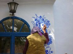Anežka (Agnes) Kašpárková - ) , a Czech Grandma Turns Small Village Into Her Art Gallery By Hand-Painting Flowers On Its Houses Hobbies For Couples, Hobbies For Women, Hobbies To Try, Hobbies That Make Money, Time Painting, House Painting, Painting Flowers, Transformers, Finding A New Hobby